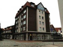 27b-am-Hochhaus-Adolfsplatz_m.jpg